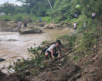 DAVAO. Gisusi sa lokal nga kagamhanan sa Jose Abad Santos, Davao Occidental, pinangunahan mismo ni Mayor John Jason Joyce, ang lugar kon diin nahitabo ang landslide niadtong Dominggo. (Facebook post ni Mayor John Jason Joyce)