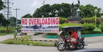 PAMPANGA. The Local Government of San Luis is strictly implementing the No Overloading Law by banning the entry of cargo trucks, which cause road deterioration and massive traffic in this area. (Chris Navarro)