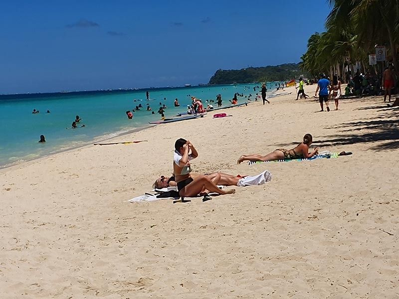 AKLAN. Several foreign and local tourists enjoys the white sand pristine beach beauty of Boracay Island. (Jun N. Aguirre)