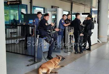 CAGAYAN DE ORO. Ang mga personahe sa Security Aviation Group nakabantay 24 oras sa Laguindingan Airport alang sa seguridad sa mga pasahero. (Steph V. Berganio)