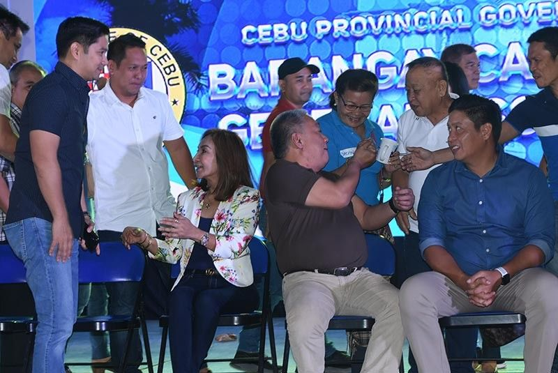 BARANGAY LEAGUE MEETING. Gov. Gwen Garcia (seated, left) greets allies during the first general assembly of the Liga ng mga Barangay Cebu chapter on Friday, July 19, 2019. With her are Vice Gov. Hilario Davide III (second from right) and Provincial Board Member Celestino Martinez III. (SunStar Photo/Allan Cuizon)