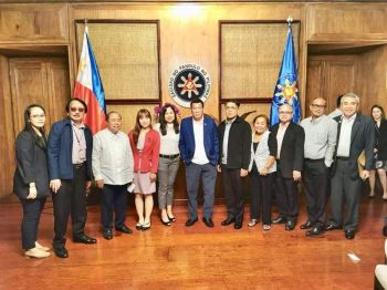 BACOLOD. Orophil officials led by president chairman Lawyer Juan Orola Jr. (third from left) during their meeting with President Rodrigo Duterte (center) at the Malacañang recently. (Contributed photo)