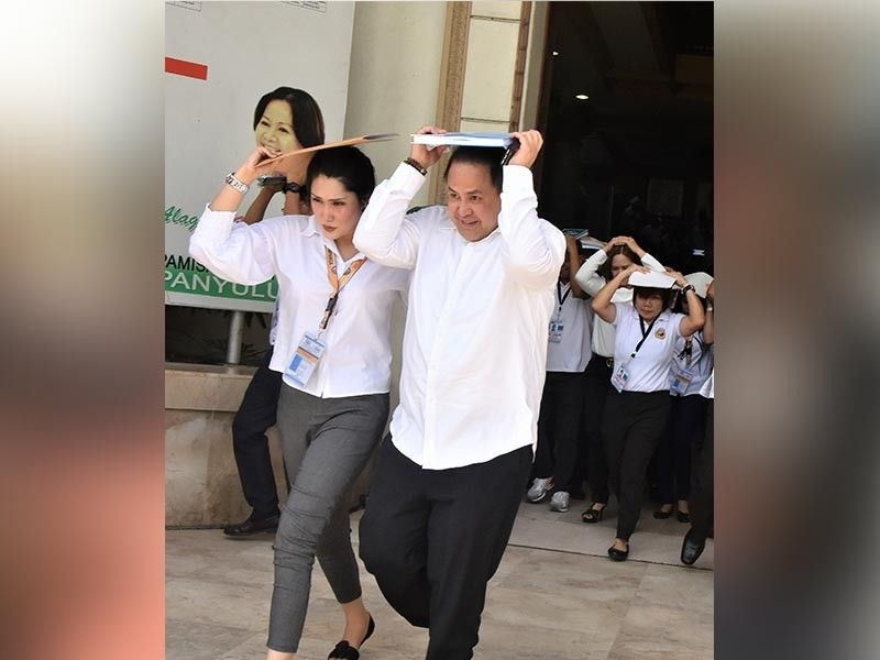 PAMPANGA. Gov. Dennis 'Delta' Pineda leading provincial officials out of the Capitol building during the drill. (Jun Jaso)