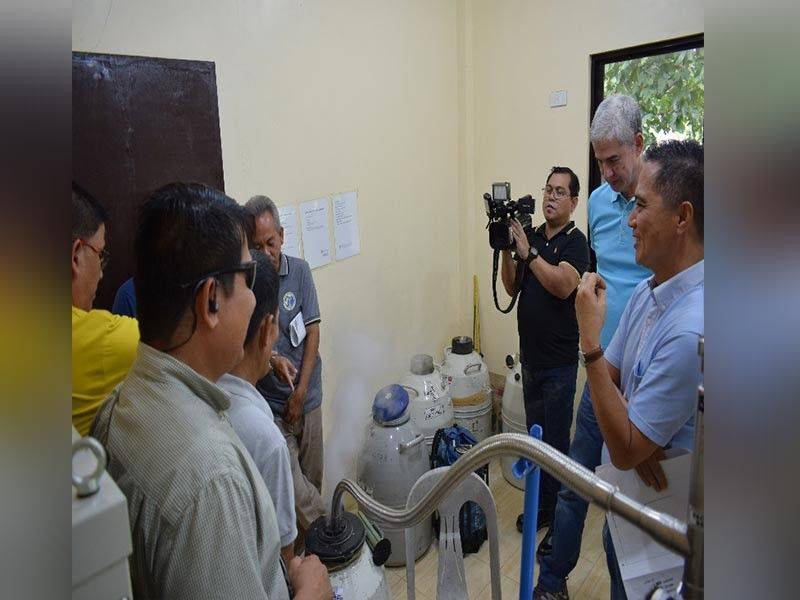 Governor Eugenio Jose Lacson with Provincial Veterinarian Renante Decena at the liquid nitrogen plant during his visit at the Negros First Ranch in Murcia recently. (Contributed photo)