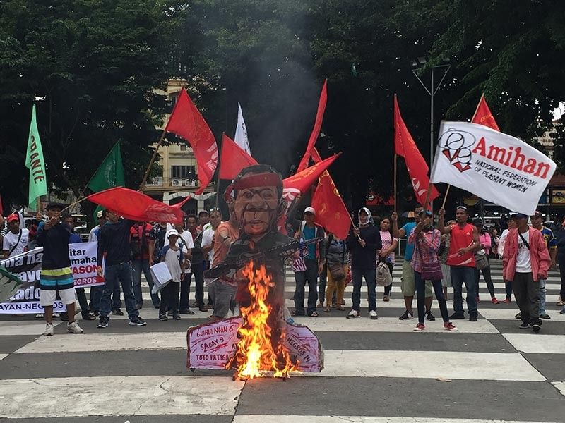 BACOLOD. Militants burn the effigy of President Rodrigo Duterte yesterday at the Bacolod Public Plaza. (Merlinda A. Pedrosa)