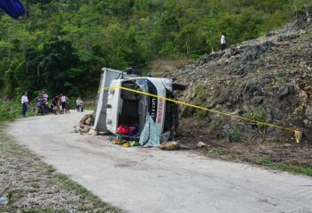 """NO TO """"HAKOT."""" Transporting people like cattle should not be practiced by schools, who are responsible that young children return safely to their families after field trips. Last Friday morning, July 19, 2019, seven public school children from three mountain barangays in the southern town of Boljoon were killed when the mini dump truck taking them to sports and nutrition events in the town proper crashed and fell on its side while going downhill. (SunStar Foto/Alex Badayos)"""