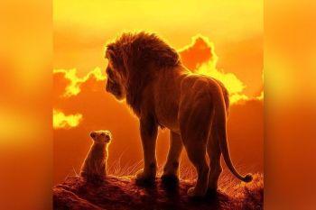 THE LION KING: Ang batang leon nga si Simba nibiya sa ilang gingharian human gipatay ang iyang amahan, si Mufasa. Sa iyang pagbiya nakat-onan niya ang kahulogan sa kaakohan ug kaisog. (Facebook page sa The Lion King) onerror=