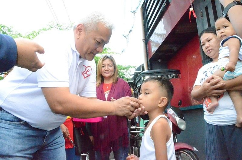 PAMPANGA. Angeles City Mayor Carmelo Lazatin Jr. administers Vitamin A Supplement to a kid in Barangay Sapalibutad on Monday morning, July 22, 2019. Some 168 children have received de-worming and Vitamin A Supplementation. (Angeles City PIO photo)