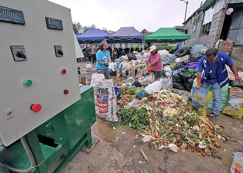 BAGUIO. Some 100 village officials wait for the demonstration of a company proposing to solve Baguio City's waste disposal problem. The city produces some 150 tons of trash per day and 80 percent is biodegradable. (Photo by Jean Nicole Cortes)
