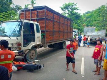 CEBU. Patay ang usa ka lalaki nga nagmaneho og motorsiklo human kini nibangga sa usa ka delivery truck sa Barangay Lutac, Dakbayan sa Naga. (Tampo nga hulagway)
