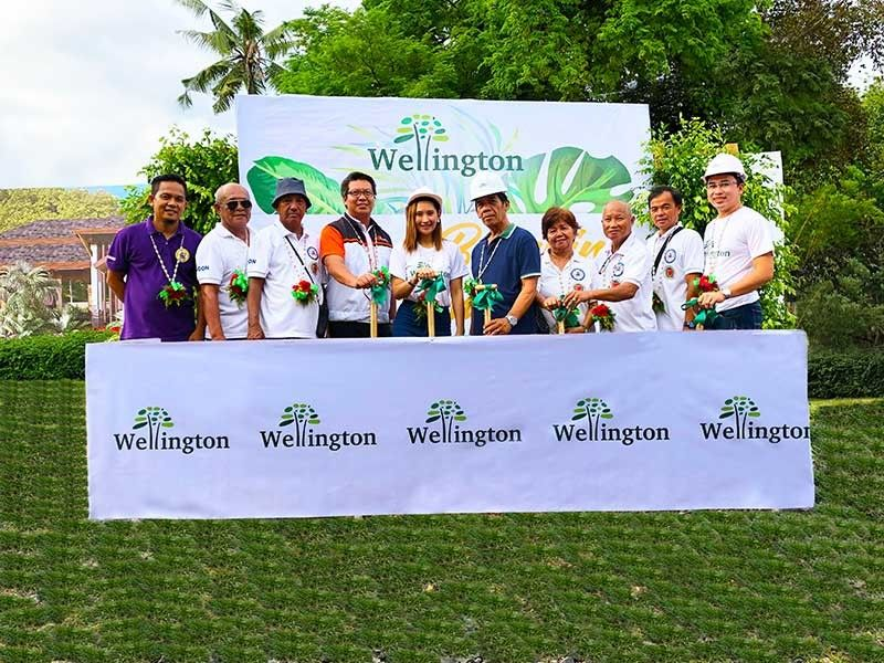 EXPANSION. Formobilt vice president for operations Gwendylmar Gil (left-center), Paramount Properties vice president for sales and marketing Arli Cañedo (center), barangay captain Carmelito Calderon (right-center) and Paramount project development officer Ronald Versaga (extreme right) along with the barangay officials of Barangay Cogon, Compostela, Cebu lead the Wellington ground breaking ceremony. (Contributed Photo)
