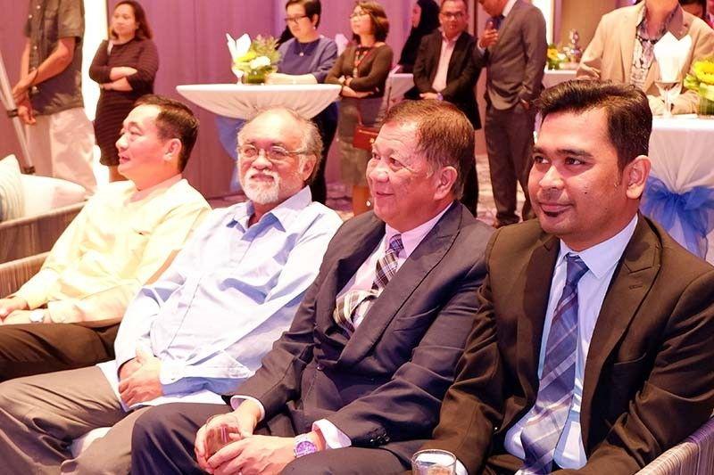 DAVAO. The Thai Ambassador with MinDa Chairman Nathaniel Dalumpines, DFA Assistant Secretary Uriel Garibay, and Malaysian Consul General Nur Harun. (Jinggoy I. Salvador)