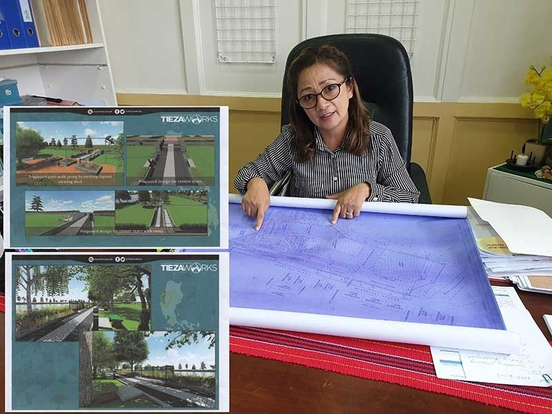 BAGUIO. Councilor Mylen Yaranon show plans for Burnham Park (inset) rehabilitation designed by Tieza. Yaranon said the development will pursue after consultation with the different stakeholders. (Photo by Ma. Elena Catajan)