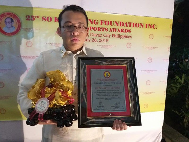 DAVAO. Chess international master (IM) John Marvin Miciano thanked the organizers of the 25th So Kim Cheng Sports Foundation Awards Night for giving him the co-male athlete of the year award as it motivates him to work harder. (Marianne L. Saberon-Abalayan)