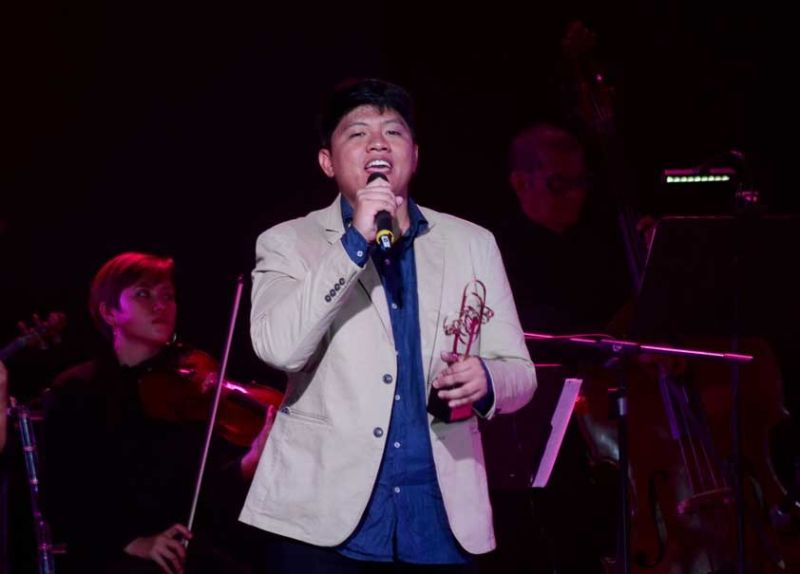"""TRIUMPHANT PIECE. Graphic artist Ferdinand Aragon performs his song """"Matag Piraso (Each Piece)"""" after he was chosen grand champion of the first edition of the Visayan Music Awards that was held at the Oakridge Pavilion in Mandaue City on Saturday night, July 27, 2019. (SUNSTAR FOTO / ALAN TANGCAWAN)"""