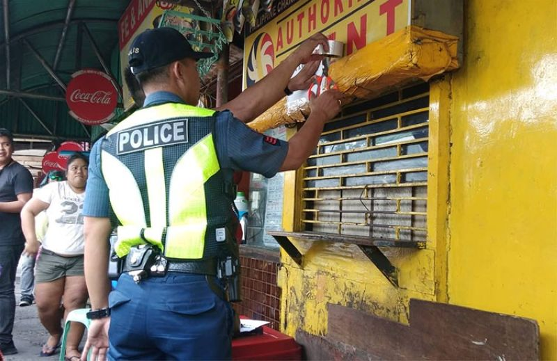 CEBU. Waterfront Police Station personnel implement the closure of lotto outlets in some areas in Cebu City following the order of President Rodrigo Duterte. (Fe Maria Dumaboc)
