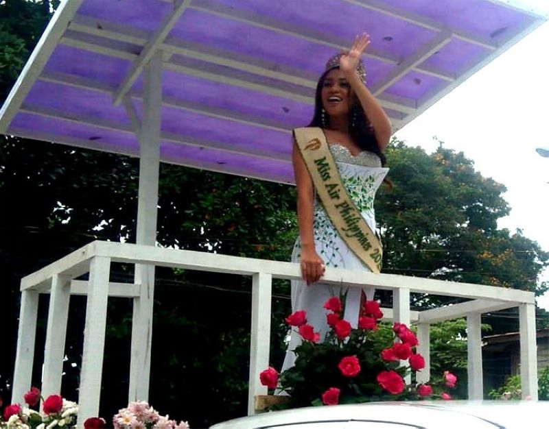 CAGAYAN DE ORO. Newly-crowned Miss Philippines Air 2019 Ana Monica Tan of Tagoloan, Misamis Oriental cheerfully waves to her fans on Monday's (July 29, 2019) homecoming prepared by the Provincial Government. (Alwen Saliring)
