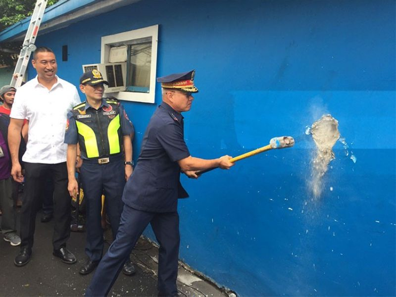 MANILA. Philippine National Police Chief Oscar Albayalde on Tuesday, July 30, 2019, leads the demolition of a police precinct occupying part of a sidewalk in San Juan City, Metro Manila as San Juan Mayor Francis Zamora (left) and NCR Police Chief Guillermo Eleazar wait for their turn. (Third Anne Peralta-Malonzo)