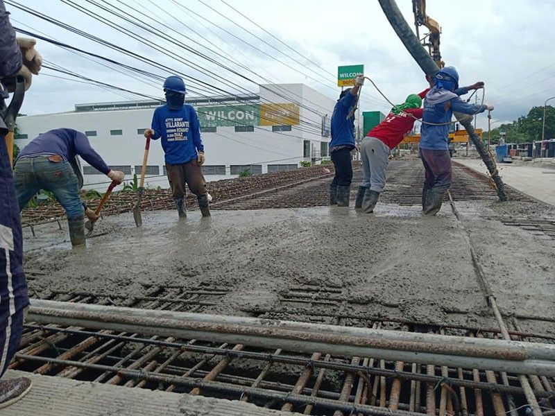 COMPLETION DELAY. A photo taken on Saturday, July 27, 2019, shows ongoing repairs at the Mananga Bridge in Talisay City. The Department of Public Works and Highways 7 had assured that work would be completed by Aug. 4, but the contractor has asked for a two-week extension. (Contributed Photo/Jonathan Tumulak)