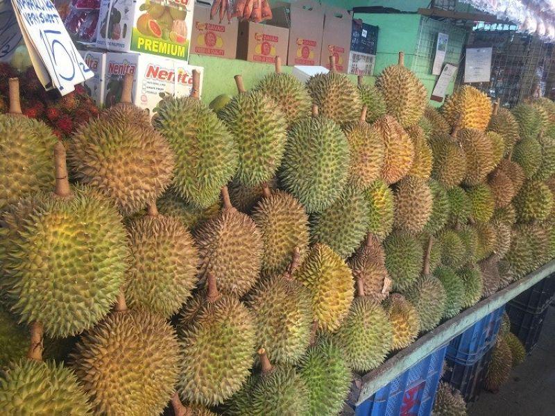 DAVAO. Durian varieties are now as low as P80 per kilogram at Bankerohan Public Market from P120 to P150 per kilogram last week.