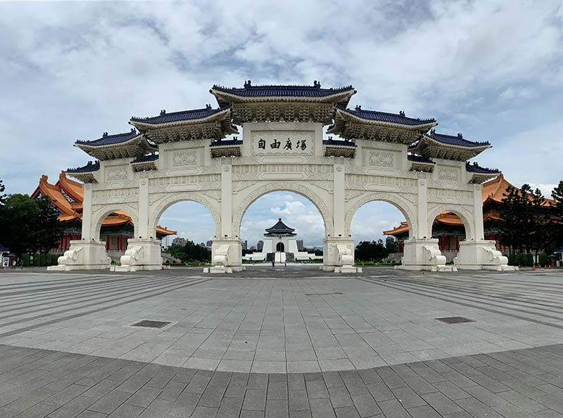 HISTORICAL LANDMARK. The National Concert Hall (left), Chiang Kai-Shek Memorial Hall and The National Theater. (Photo by Monica R. Lopez)