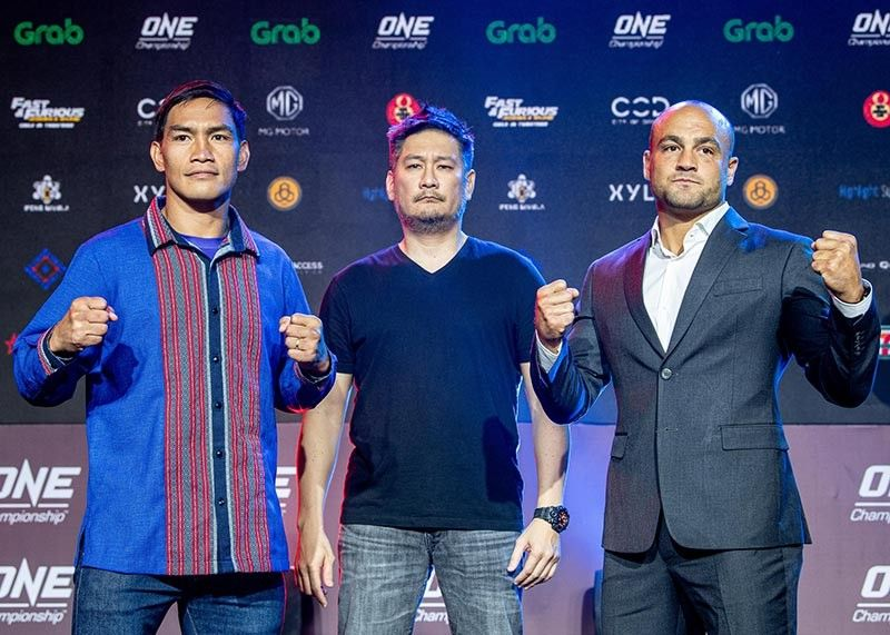 MANILA. Eduard Folayang and Eddie Alvarez face off during the presser of ONE: Dawn of Heroes on August 2 at the Mall of Asia Arena. (ONE Championship photo)