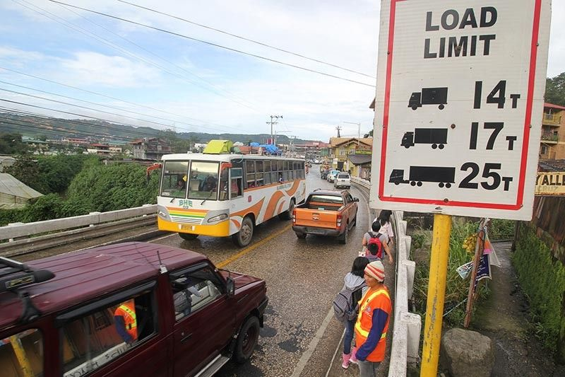BAGUIO. Department of Public Works and Highways (DPWH) personnel monitor vehicles passing through Balili Bridge in Kilometer 6, La Trinidad, Benguet to make sure vehicles passing through do not exceed the carrying capacity. A steel plate was placed to cover a hole near the end of the bridge. (Photo by Jean Nicole Cortes)