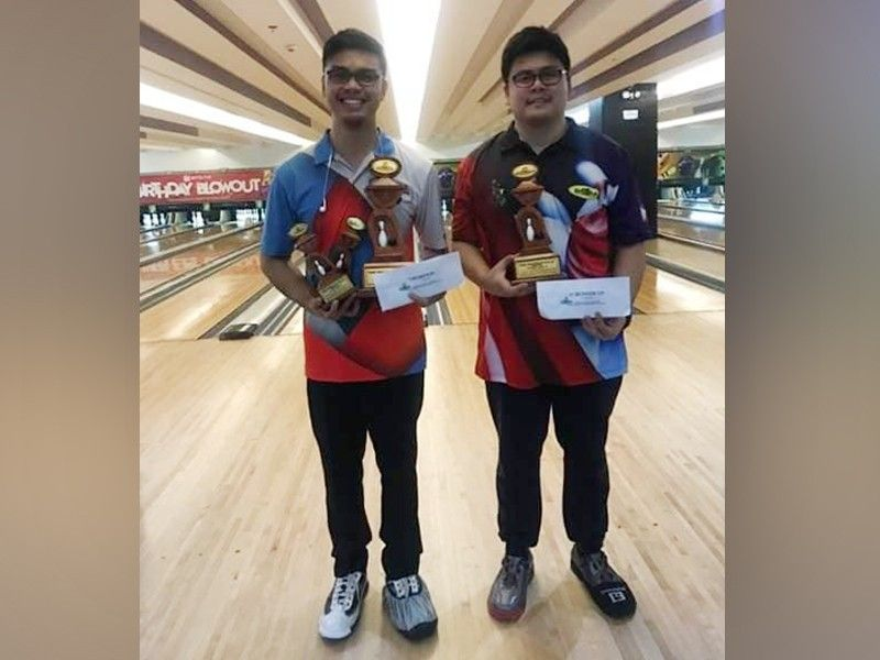 DAVAO. Champion Manuel Nierra II, left, and runner-up Arthur John Galendez pose during the awarding rites of the recently-concluded Datba July 2019 Monthly Finals tournament title at SM Lanang Premier Bowling Center. (Photo by Jesrael Rule)
