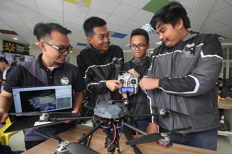 BAGUIO. Up and coming mechatronic engineers (from left to right) Jameric Walcien, Charles Castillo, Joshua Zulueta  and Hans Alviar from Saint Luis University (SLU) proudly showcase the P127,000 modular drone payload system for surveying. (Jean Nicole Cortes)