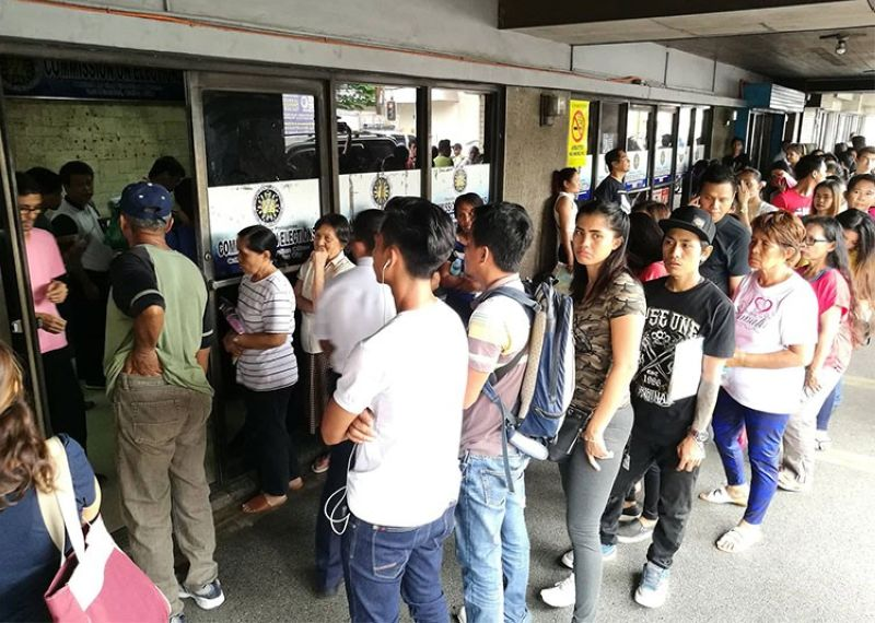 CEBU. Some Cebuanos troop to the Commission on Elections (Comelec) office on Thursday, August 1, 2019, for the voters registration. (Arni Aclao)