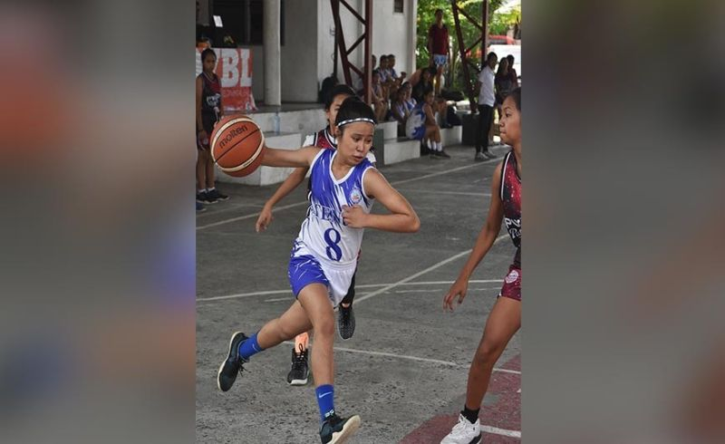 DAVAO. Ateneo de Davao University (Addu) Lady Blue Knight Ashanttie Amameo (left) drives past Philippine Women's College (PWC) Lady Patriot Ressie Almasoda in their recent Liga Pinay Developmental League held recently at Margarita Gym, J.P. Laurel Avenue. (Rael Diaz)