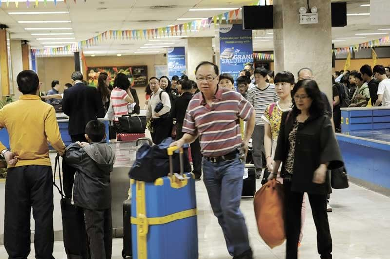 STOP VISA UPON ARRIVAL: Presidential Spokesperson Salvador Panelo says the Immigration officials should take appropriate actions to address the growing number of Chinese nationals in the country. Hotel players in Cebu favor the plan to end the visa upon arrival privilege granted to Chinese nationals. (SunStar File Photo)