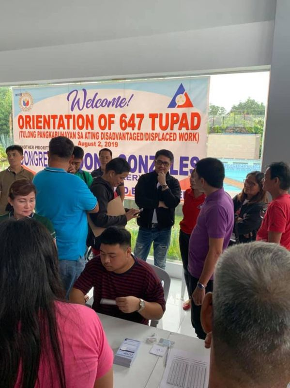 "PAMPANGA. Deputy Speaker Aurelio ""Dong"" Gonzales Jr. oversees the orientation of the beneficiaries of the Alalay para sa mga Disadvantaged Workers (Tupad). Photo by Ian Ocampo Flora"