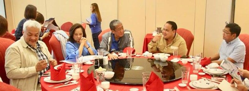 PAMPANGA. Transportation Secretary Arthur Tugade, together with former President Gloria Macapagal-Arroyo, Governor Dennis Pineda, Angeles City Mayor Carmelo Lazatin Jr. and San Fernando City Mayor Edwin Santiago discuss effective implementation of various transport infrastructure projects and initiatives.