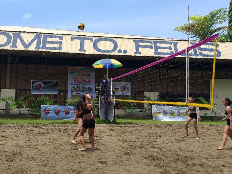 DAVAO. Jose Maria College (JMC)-B's Edlyn Jade Doncillo and Ferlyn Gea Limbaga await to return the ball against University of the Immaculation Conception (UIC)-A rivals in the opener of the 34th Kadayawan Sports Festival Inter-High School Beach Volleyball Tournament 2019 at Felis Beach Resort Complex Saturday, August 3, 2019. (Marianne L. Saberon-Abalayan)