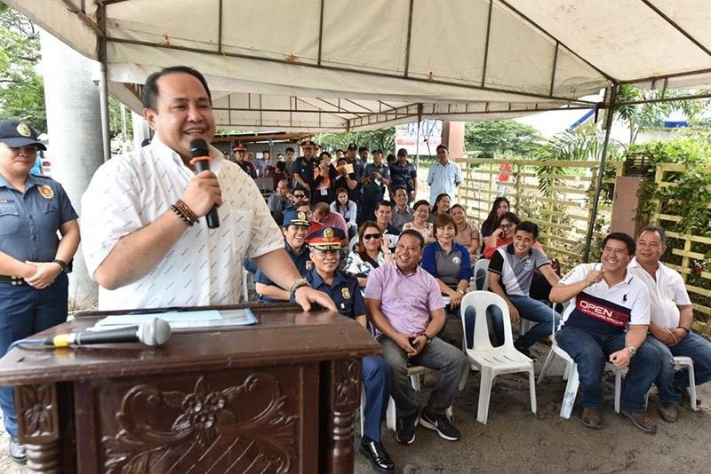CEREMONY. Governor Dennis Pineda shares some of the programs of the Provincial Government during the ground breaking ceremony for a P8 million police station in Candaba town. Also in photo are Mayor Rene Maglanque, Congressman Rimpy Bondoc and other officials. (Photo courtesy of Jun Jaso)