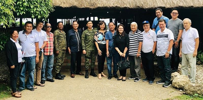 Cong. Jocelyn Limkaichong (center) and the Mayors of 1st district Negros Oriental pose with Brig. Gen. Benedict Arevalo (center) and Lt. Col. Randy Pagunuran, Commanding Officer of 94th Infantry Battalion (fifth from left). (303rd Brigade Army photo)