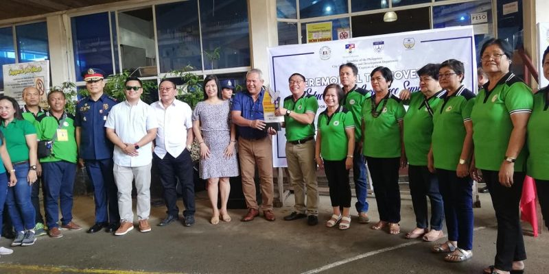 CAGAYAN DE ORO. For the first time in years, Barangay Gusa bags the Outstanding Lupon Tagapamayapa 2018, snatching the award from hall of famer Barangay Kauswagan. Gusa receives a plaque and an incentive worth P110,000. (PJ Orias)