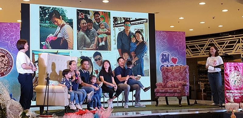 BACOLOD. Families Historiador and Mirano share their experiences as they practiced and promote breastfeeding for better health. (Carla N. Canet)