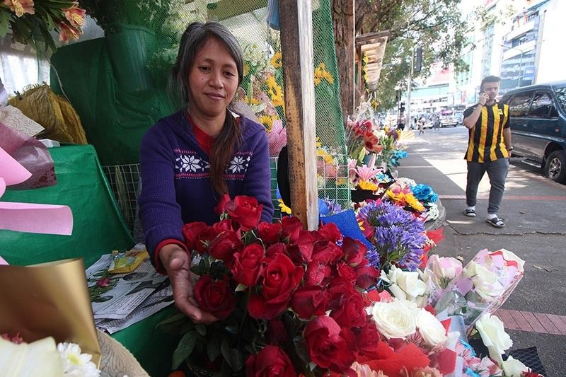 BAGUIO. Some 30 flower vendors along Harrison Road will be relocated near Ganza parking area. (Jean Nicole Cortes)