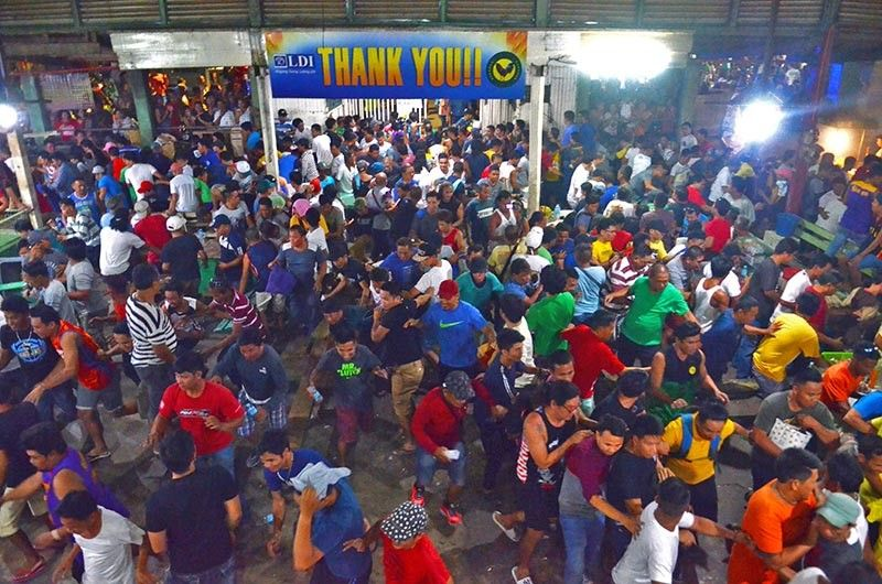 CHAOS AT THE COCKPIT. Sabongeros scramble inside the D&C Coliseum in Mandaue City, where illegal cockfighting was being held, when law enforcers arrived Monday, Aug. 5, 2019. (SunStar photo / Alan Tangcawan)