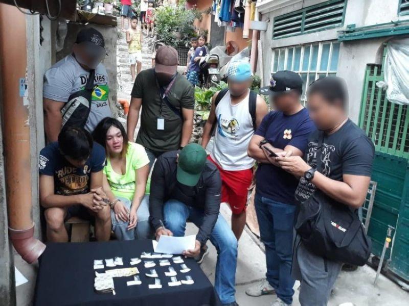 CEBU. Nakuha gikan sa mga dinakpan ang 13 ka gagmay ug upat ka medium size nga putos sa gituohang shabu nga motimbang sa 30 gramos ug mobalor sa P204,000. (Hulagway iya sa Cebu City Police Station)