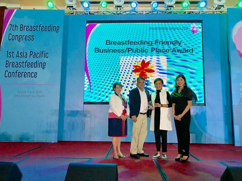 CEBU. (From left) Philippine Pediatric Society president Dr. Salvacion Gatchalian; GMR Megawide Cebu Airport Corporation (GMCAC) Safety and Quality head John Binamira; GMCAC Terminal Operations head (T1) Nenette Castillion; and Dr. Claire Pascual from the PPS Breastfeeding Committee. (Contributed photo)