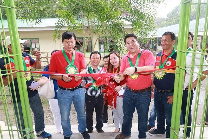 P12-M BUILDING. Fourth District Rep. Juan Pablo Bondoc, San Simon Mayor Jun Punsalan, Board Member Pol Balingit and former BM Nestor Tolentino and Real Steel Corp. BOD William Tjondronegoro lead yesterday's blessing and inauguration of a two-storey, four-classroom building at Sta. Monica High School in San Simon. Joining them are Councilors Keko Almario, Dading Santos, Principal Sharon Carino, Barangay Chairman Jesus Tayag and Kagawads. (Chris Navarro)