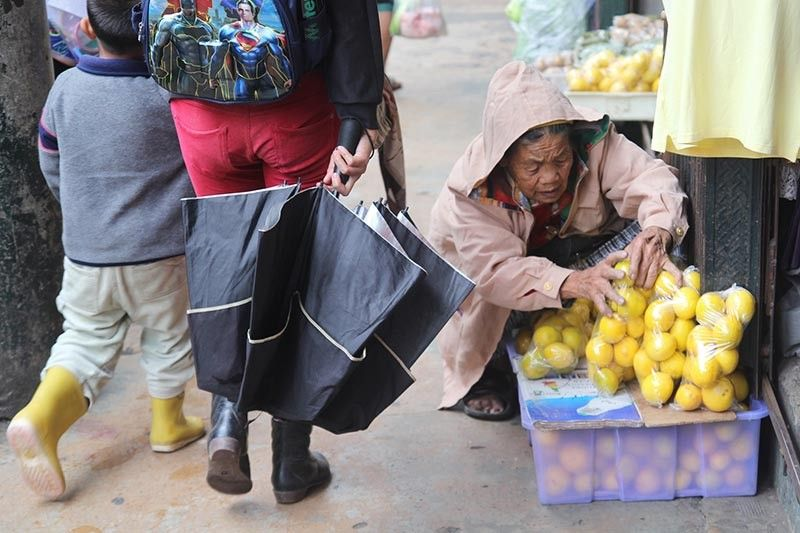 BAGUIO. Despite her tender age, an elder strives to earn a living by selling lemons for P50 a pack along the sidewalk of Bayanihan shopping center. (Photo by Jean Nicole Cortes)