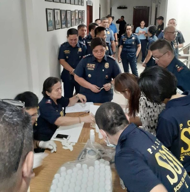 Personnel from the Cebu City Police Office (CCPO) led by Police Col. Gemma Vinluan (middle) participate in a mandatory drug test on Thursday morning, August 8, 2019, as part of their efforts to clean their ranks. Earlier this week, three police officers assigned at the Waterfront Police Station in Cebu City were found positive for illegal drug use after undergoing a surprise drug test last month. (Contributed photo)