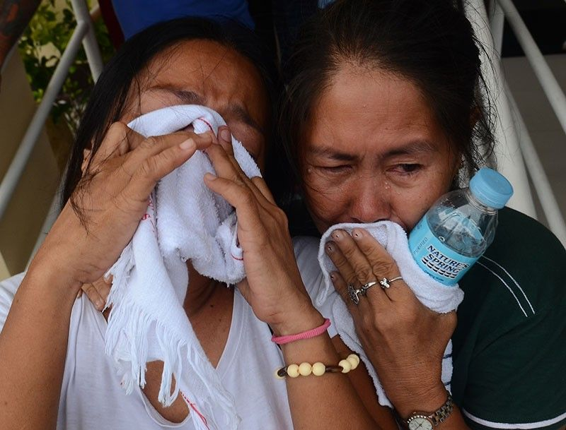 SAD HOMECOMING. The remains of the seven residents of Barangay Ermita, Cebu City who were among those who perished in the sea tragedy in the Iloilo-Guimaras Strait last Aug. 3, 2019 arrive at the Mactan airbase Thursday afternoon, Aug. 8. Cebu City Mayor Edgardo Labella joined bereaved relatives at the airbase. The bodies were brought to Ermita for their respective wakes. (SunStar photo/Alan Tangcawan)