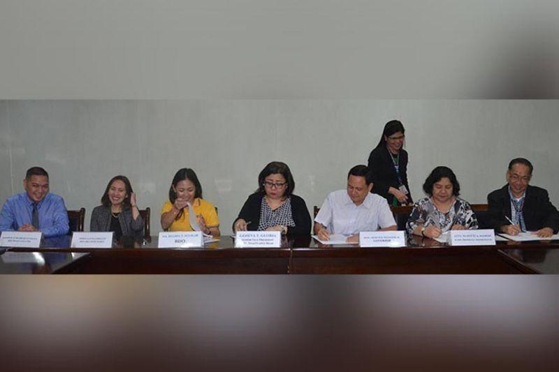 ILOILO. BDO donates 45 computers to Iloilo province for the Public Employment Service Office (Peso). Signing the deed of donation are (from left) Manolo Roberto Nava (BDO Remittance), Shiela Uygongco (BDO Iloilo head), Ma. Regina Aguilar (BDO), Geneva Gloria (SVP, BDO Remittance), Gov. Toto Defensor, Acting Provincial Administrator Suzette Mamon, and Peso Iloilo head Francisco Heler Jr. (PR)