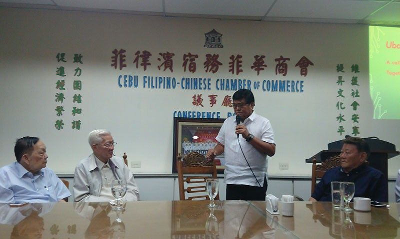 SPECIAL GUEST. Cebu City Mayor Edgardo Labella (standing) addresses the Cebu Filipino-Chinese Chamber of Commerce led by its officers (from left)  Augusto Go, chamber president Francisco Benedicto and Robert Dino during CFCCC's regular meeting on Friday, Aug. 9, 2019 in Cebu City.  (SunStar photo/Michelle P. So)