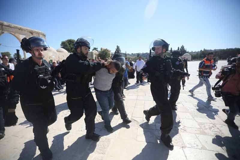 JERUSALEM. Israeli police arrests a Palestinian worshipper at al-Aqsa mosque compound in Jerusalem, Sunday, Aug 11, 2019. (AP)